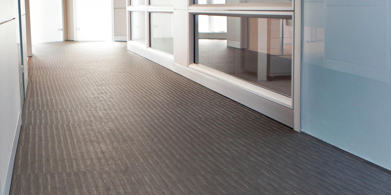 liuni-pavimenti-uffici-corridoio