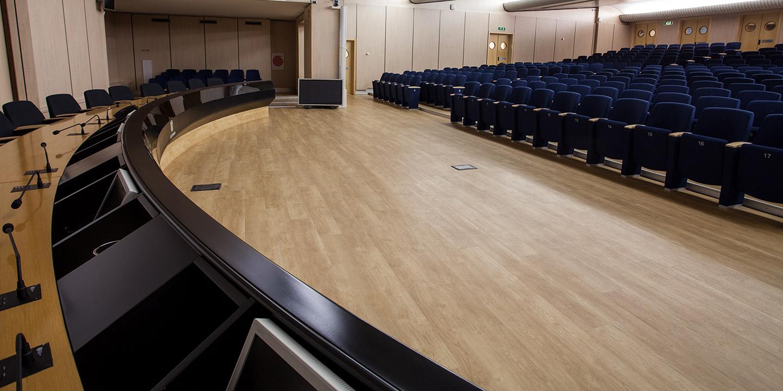 liuni-pavimenti-vinilici-auditorium-assolombarda