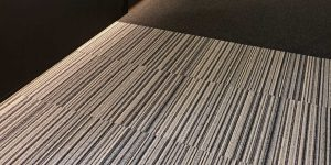 liuni_moquettes_tufted_boucle_quadrotte_autoposanti_uffici_first-stripes-909-first-990-4