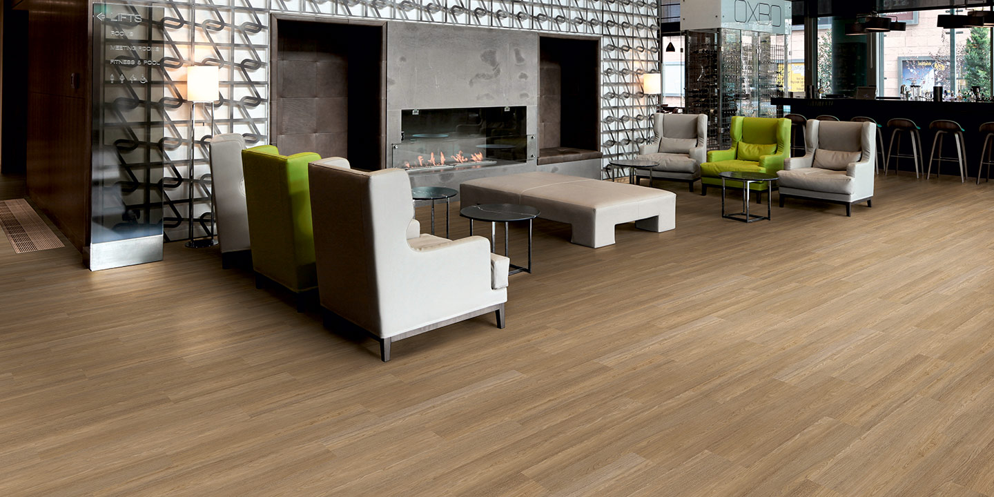liuni_pavimenti_stampati_lvt_legno_incollo_expona_commercial_4031-natural-brushed-oak