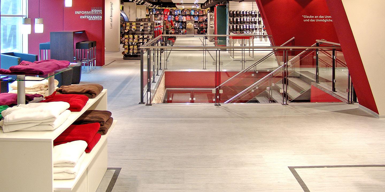 liuni_pavimenti_stampati_lvt_legno_incollo_expona_design_negozi
