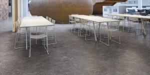 liuni_pavimenti_vinilici_eterogenei_calandrati_expona_flow_concrete_9862-ornamental-canteen_onyx-ornamental-9862