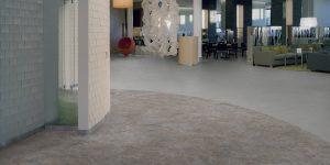 liuni_pavimenti_vinilici_eterogenei_calandrati_expona_flow_concrete_grey-concrete-9858_warm-concrete-9855