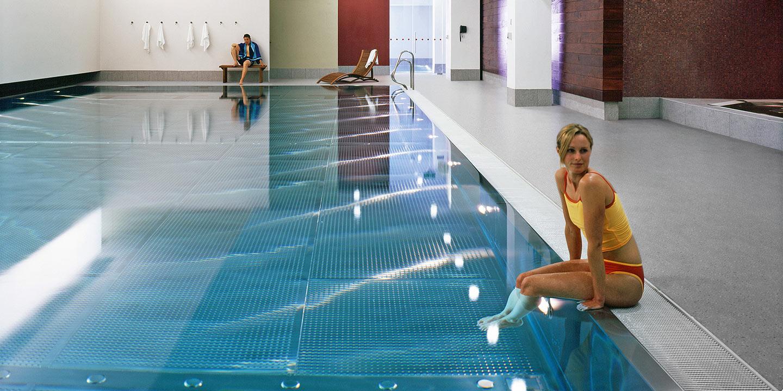 liuni_pavimento_bordo_piscina