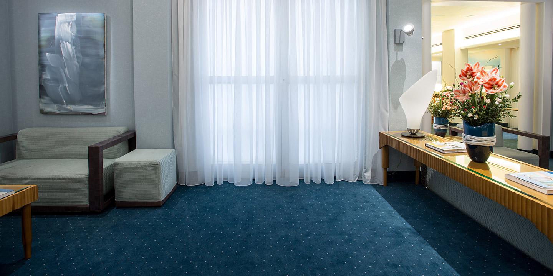 """Moquette Collezione Studio Hotel """"Art 1050"""" con filz, disegno personalizzato, tende leggere"""