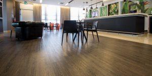 liuni-pavimenti-lvt-hotel-lounge