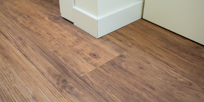 liuni-pavimenti-vinilici-autoposanti-effetto-legno-salto