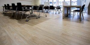 liuni-pavimenti-vinilici-eterogenei-expona-flow-wood-blond-oak