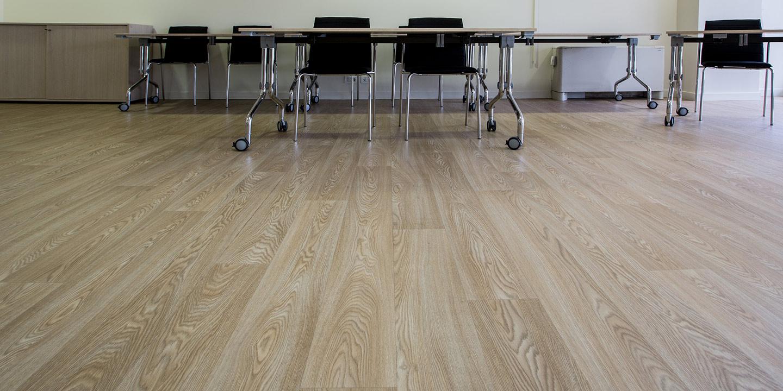 liuni-pavimenti-vinilici-eterogenei-expona-flow-wood-blond-oak-5