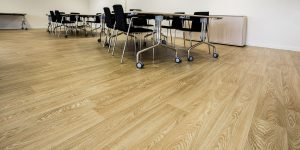 liuni-pavimenti-vinilici-eterogenei-expona-flow-wood-blond-oak-6