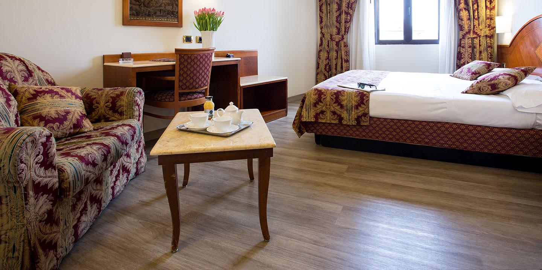 pavimenti-effetto-legno-hotel