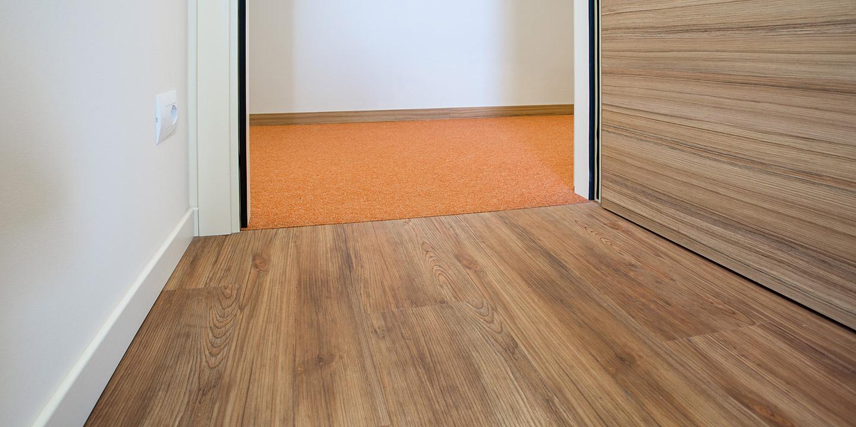 pavimenti-vinilici-autoposanti-liuni