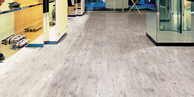 liuni_pavimenti_magnetici_effetto_legno_negozi