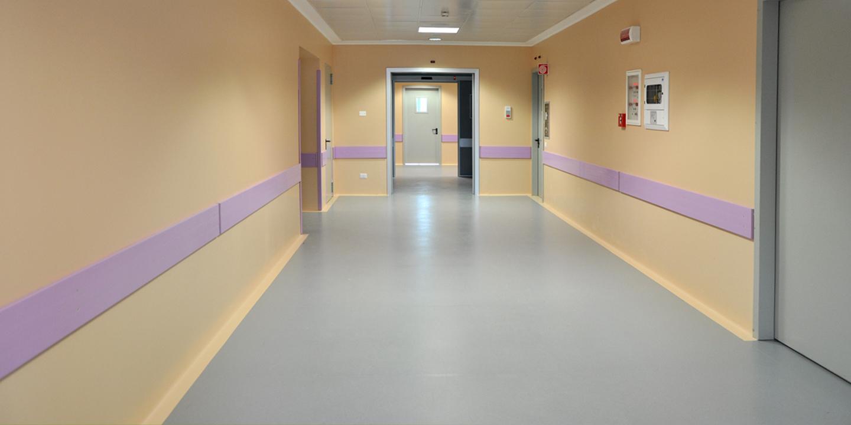 liuni-pavimenti-rivestimenti-ospedali-corridoio