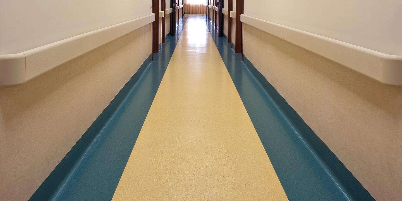 liuni-pavimenti-vinilici-ospedali-corridoio