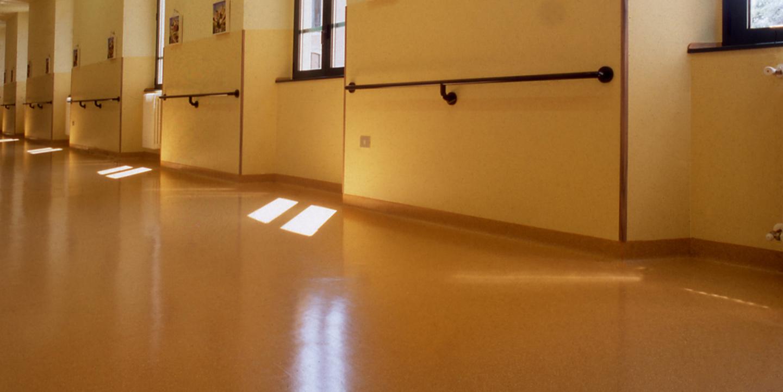 pavimenti-vinilici-ospedali-corridoio