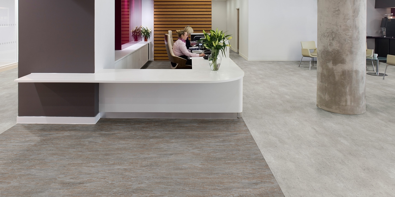 liuni_pavimenti_vinilici_eterogenei_calandrati_silentflor_concrete_reception_light-industrial-concrete-9969_copper-ornamental-9971