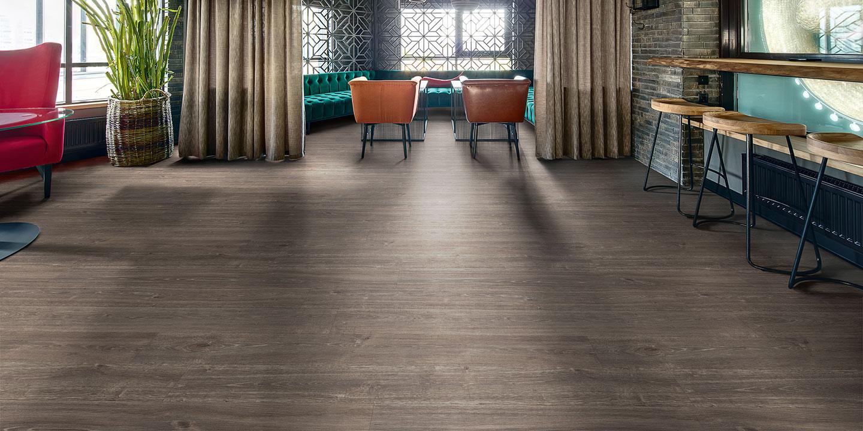 liuni_pavimenti_vinilici_eterogenei_calandrati_silentflor_wood_bar_smoked-oak-9963
