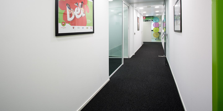 liuni-moquettes-corridoio-uffici