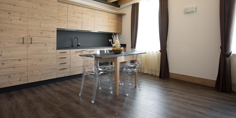 eco-55-pavimento-lvt-effetto-legno-liuni-cucina