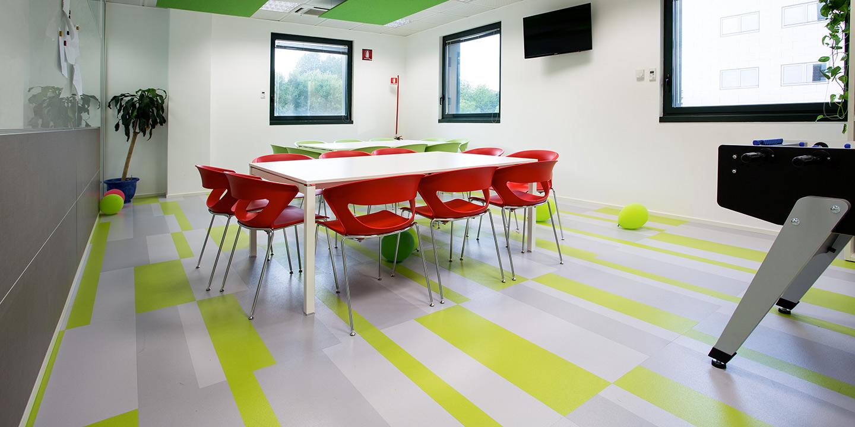 liuni-pavimento-vinilico-autoposante-fractile-ufficio-colori