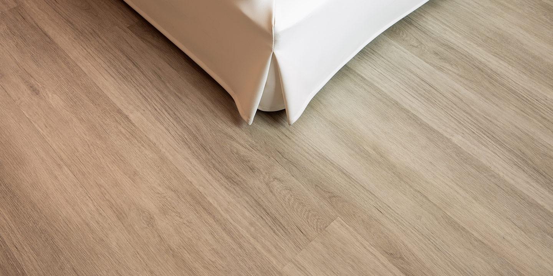 rivestimento-sommier-letto-hotel-liuni-pavimento-lvt-legno-albergo