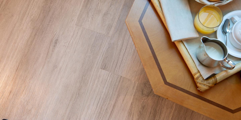 settore-alberghiero-pavimento-liuni-lvt-effetto-legno-ecoclick55