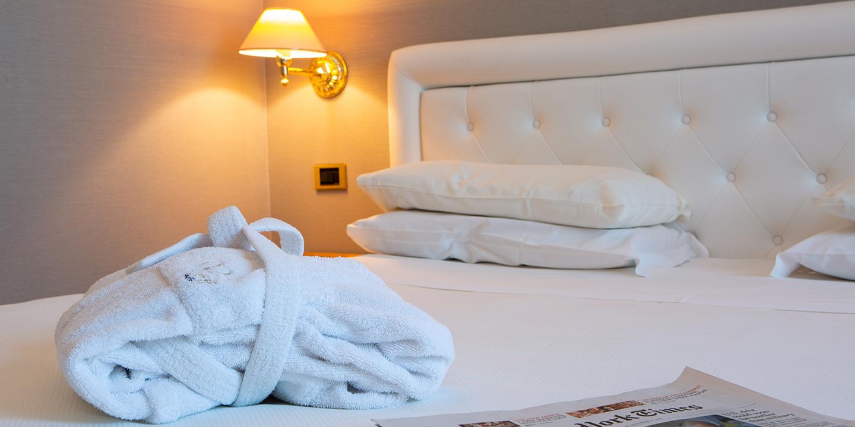 testata-letto-hotel-liuni