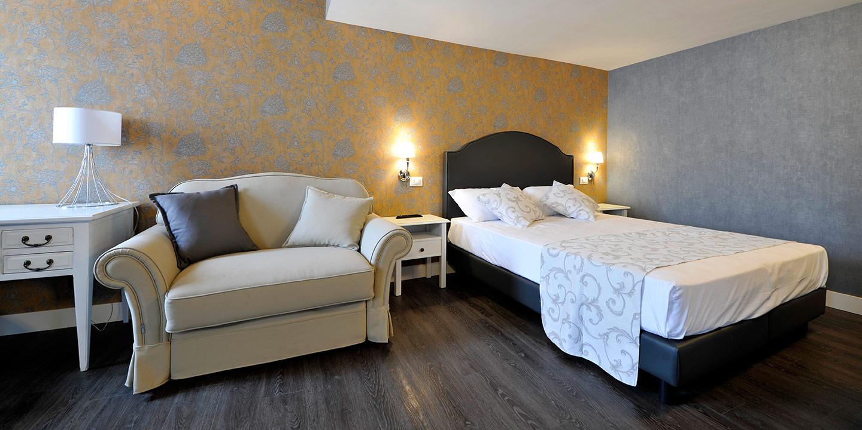 liuni-albergo-pavimento-lvt-rivestimenti-murali