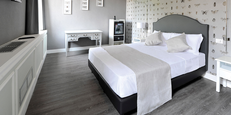 maxxim-hotel-pavimento-lvt-rivestimenti-murali-tende