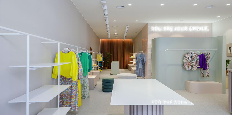liuni_pavimenti_plas_fashion_store_gravina_puglia_bari_interior_design_project_arredo_d_interni_midcentury_pleroo_architects_studio