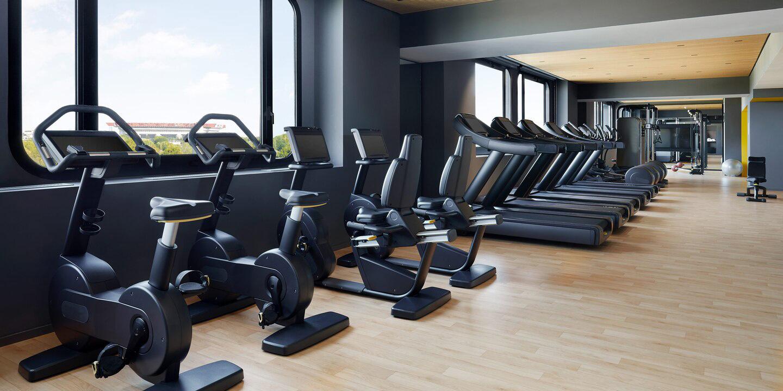 liuni_pavimento_lvt_effetto_legno_hotel_fitness