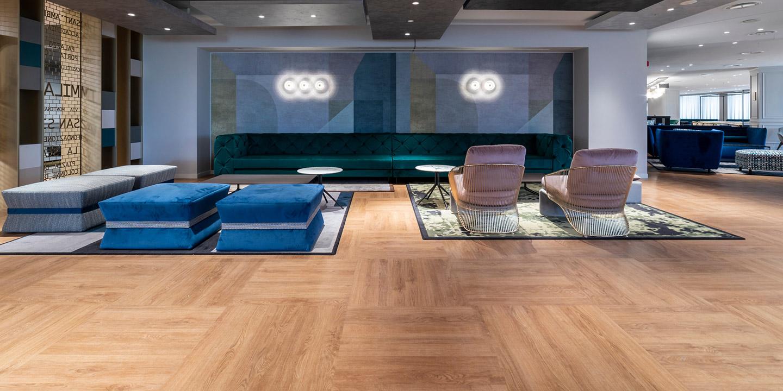 liuni_pavimento_lvt_effetto_legno_hotel_interior_design